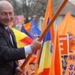 Basescu, razuit de pe panouri in Valcea