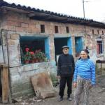 Doua familii din Cernisoara pot ramane sub cerul liber, in prag de iarna