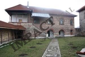 Manastirea Saracinesti curte