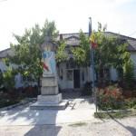 Comuna Gusoeni era faimoasa odinioara pentru viile si padurile sale