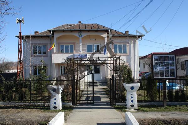 Tiberiu Costea aşteptă PNDL-3 pentru asfaltarea ultimelor uliţe din comună