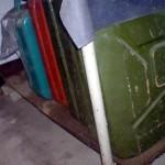 Produse petroliere confiscate din doua locuinte valcene