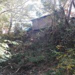 Două case vor fi înghiţite de pârâul Harasa